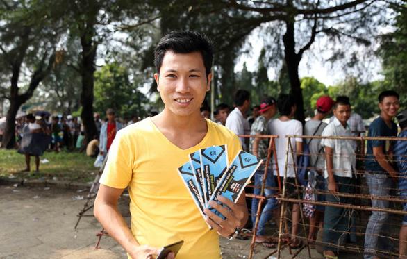Mua vé xem bóng đá ở Myanmar không khổ như VN - Ảnh 8.