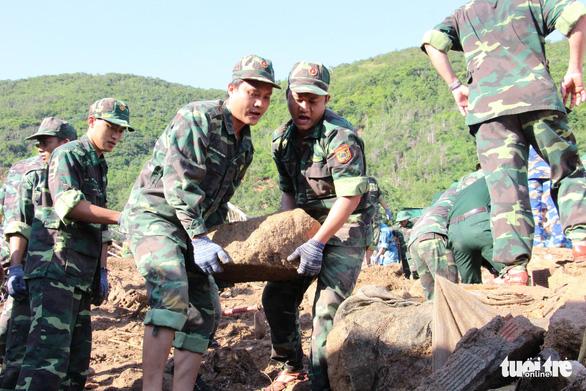 Quân đội dồn sức cứu người bị nạn trong sạt lở tại Nha Trang - Ảnh 6.