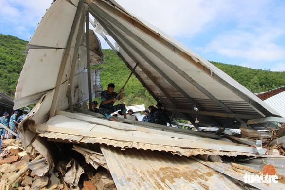 Quân đội dồn sức cứu người bị nạn trong sạt lở tại Nha Trang - Ảnh 7.
