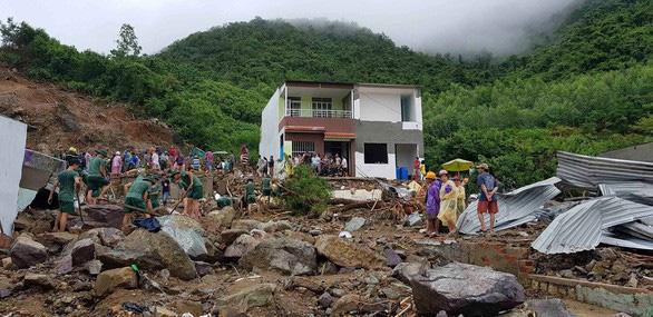 Mưa lũ, sạt lở đất ở Khánh Hòa: 12 người chết, 5 người mất tích - Ảnh 1.