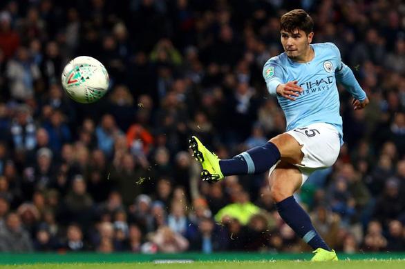 Sao 19 tuổi lập cú đúp đưa Manchester City vào tứ kết League Cup - Ảnh 1.
