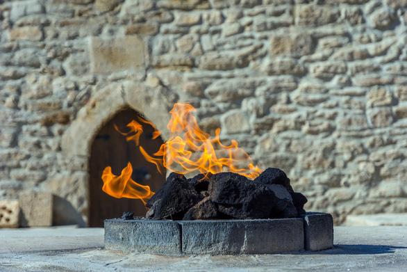 Khám phá những ngọn lửa bất diệt ở Azerbaijan - Ảnh 6.