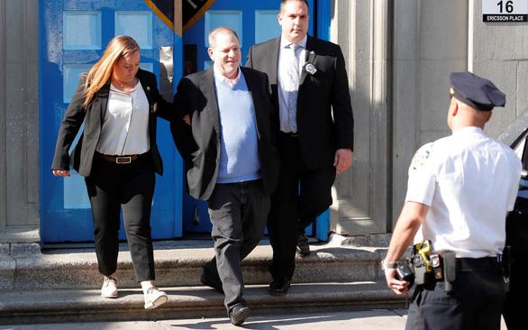 Ông trùm Harvey Weinstein bị tố dụ sex thiếu nữ 16 tuổi - Ảnh 3.