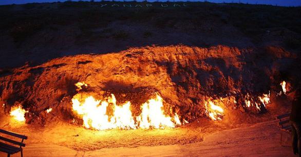 Khám phá những ngọn lửa bất diệt ở Azerbaijan - Ảnh 3.