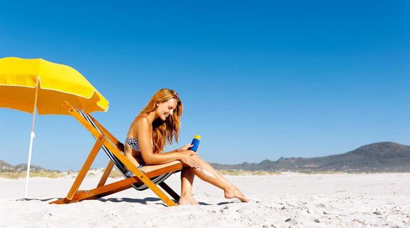 Quốc gia đầu tiên cấm kem chống nắng để bảo vệ san hô - Ảnh 1.