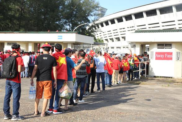 Việt Nam hòa Myanmar trong trận cầu gây tranh cãi - Ảnh 12.