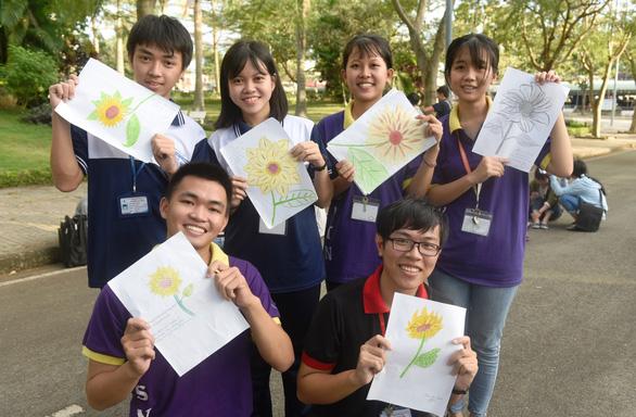 Sinh viên chung tay hưởng ứng chiến dịch 'Tôi đồng hành' - Ảnh 10.
