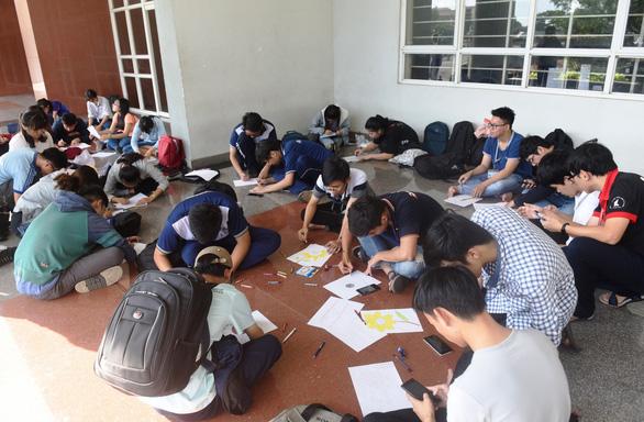 Sinh viên chung tay hưởng ứng chiến dịch 'Tôi đồng hành' - Ảnh 12.