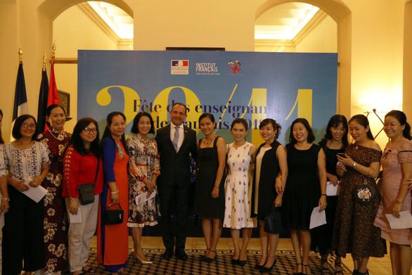 Hơn 100 thầy cô tiếng Pháp gặp nhau ở Tổng lãnh sự Pháp tại TP.HCM - Ảnh 4.