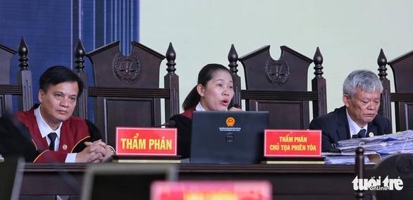 Bị cáo Nguyễn Thanh Hóa phản cung, không nhận bảo kê đánh bạc - Ảnh 3.