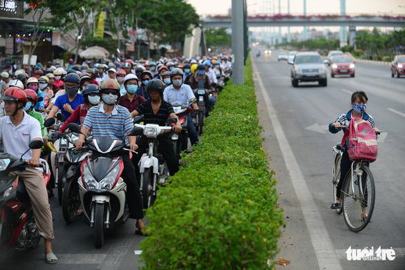 Xử phạt nghiêm người đi xe đạp vi phạm Luật giao thông - Ảnh 1.