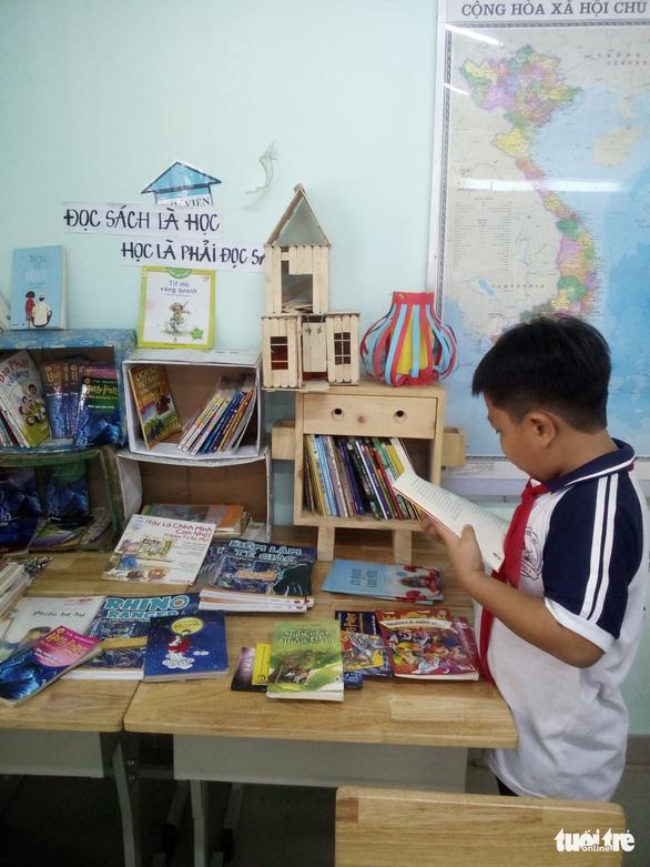 Cô giáo tiểu học tìm mọi cách để trò đọc sách - Ảnh 4.