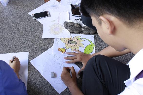 Sinh viên chung tay hưởng ứng chiến dịch 'Tôi đồng hành' - Ảnh 2.