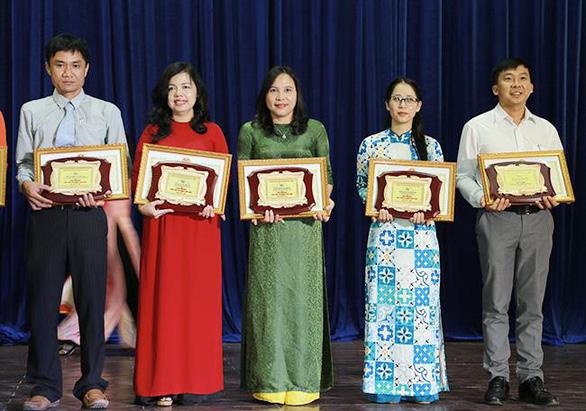Giảng viên Duy Tân nhận danh hiệu Nhà giáo Đà Nẵng tiêu biểu - Ảnh 1.