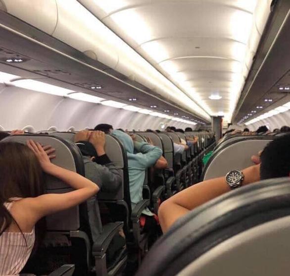 Bị cảnh báo giả, khách trên máy bay TP.HCM đi Hà Nội hoảng sợ - Ảnh 1.