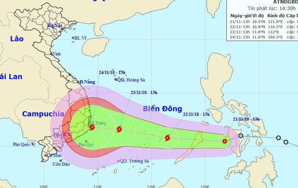 Áp thấp nhiệt đới tiến gần biển Đông, sắp thành bão - Ảnh 1.