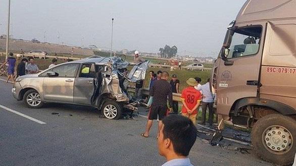 Vụ lùi xe trên cao tốc: Kháng nghị hủy 2 bản án của tòa Thái Nguyên - Ảnh 1.