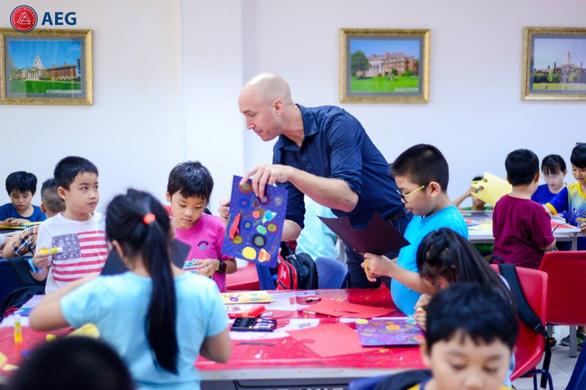 Cho trẻ học ngoại ngữ, cần nhìn xa ra xu hướng thế giới - Ảnh 1.