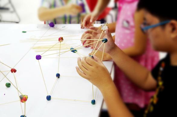 Cho trẻ học ngoại ngữ, cần nhìn xa ra xu hướng thế giới - Ảnh 2.