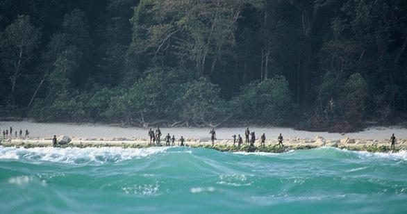 Cố ý đến đảo thổ dân Ấn Độ, du khách Mỹ chết vì mưa tên - Ảnh 3.