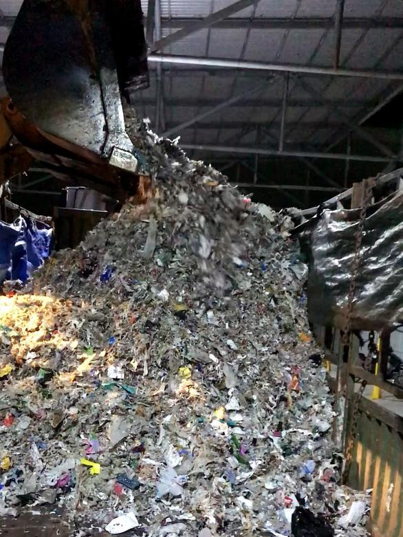 Phóng sự điều tra: Đem chất thải, rác rưởi... san lấp mặt bằng - Ảnh 3.