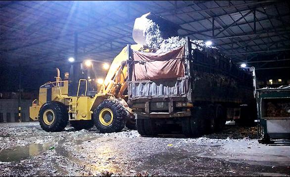 Phóng sự điều tra: Đem chất thải, rác rưởi... san lấp mặt bằng - Ảnh 1.