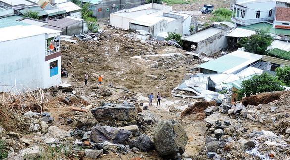 Mưa lớn gây hậu quả nặng nề ở Nha Trang: Nguyên nhân do đâu? - Ảnh 1.
