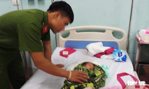 Giải cứu bé gái 20 ngày tuổi bị mẹ ruột bán - Ảnh 2.