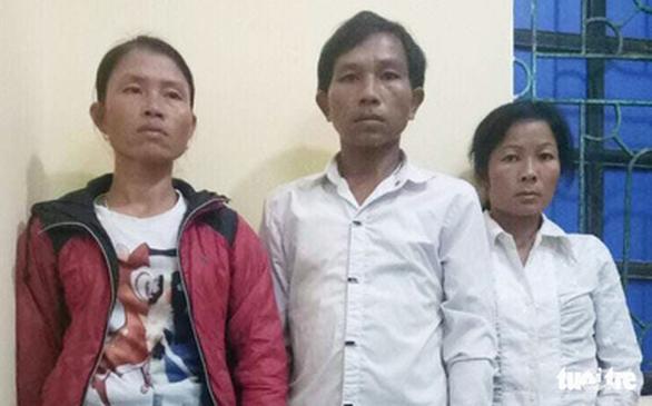 Giải cứu bé gái 20 ngày tuổi bị mẹ ruột bán - Ảnh 1.