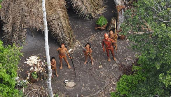 10 bộ lạc sống tách biệt và bí ẩn nhất thế giới hiện đại - Ảnh 1.