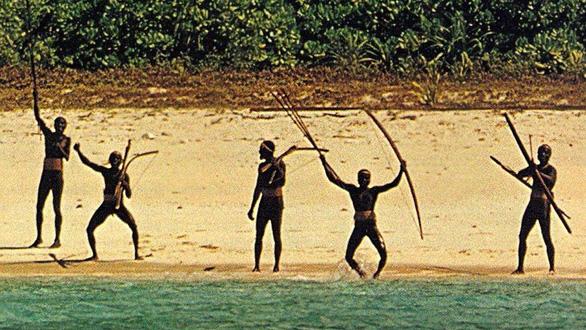 10 bộ lạc sống tách biệt và bí ẩn nhất thế giới hiện đại - Ảnh 2.