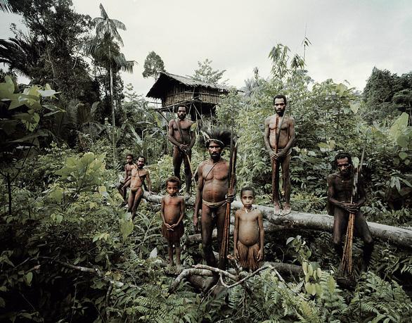 10 bộ lạc sống tách biệt và bí ẩn nhất thế giới hiện đại - Ảnh 4.