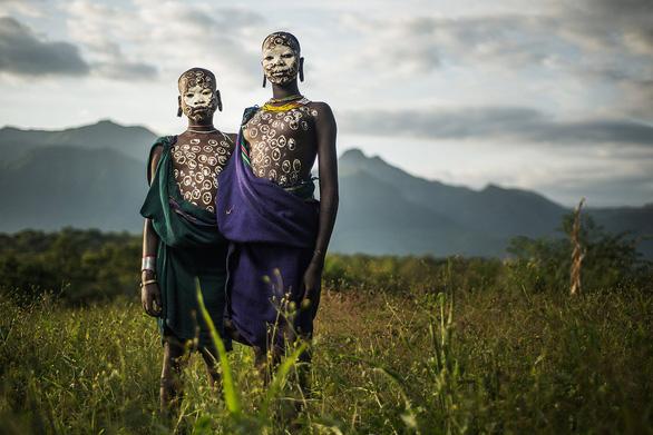 10 bộ lạc sống tách biệt và bí ẩn nhất thế giới hiện đại - Ảnh 5.