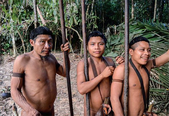 10 bộ lạc sống tách biệt và bí ẩn nhất thế giới hiện đại - Ảnh 6.