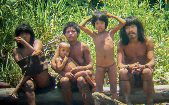10 bộ lạc sống tách biệt và bí ẩn nhất thế giới hiện đại - Ảnh 7.