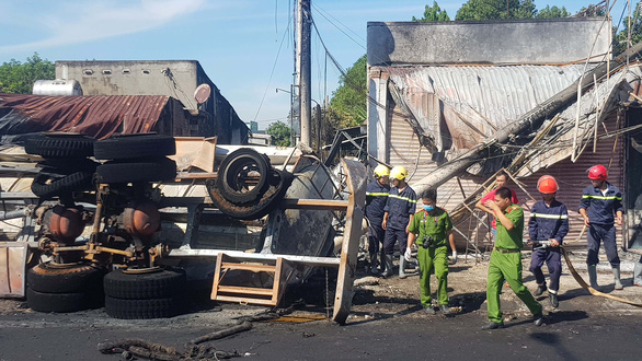 Vụ cháy xe bồn: Nỗi đau nhà ven lộ không lối thoát hiểm - Ảnh 1.