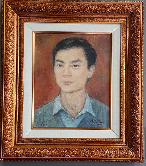 Xem tranh tại triển lãm Lê Thị Lựu - Ấn tượng hoàng hôn - Ảnh 13.
