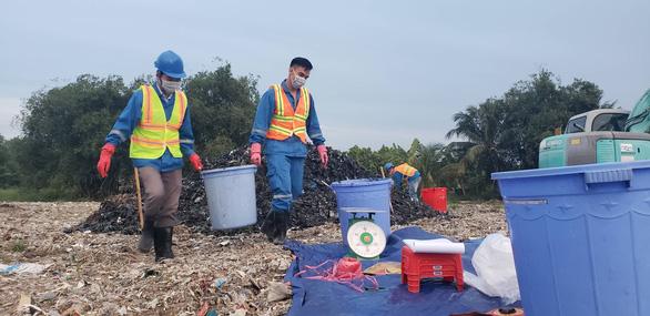 Công an vào cuộc vụ đem chất thải... san lấp mặt bằng - Ảnh 3.