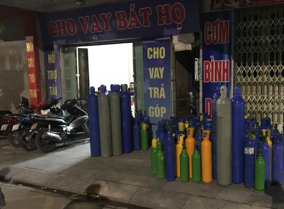 Quảng Ninh thu giữ hơn 200 bình chứa 'khí cười' - Ảnh 1.