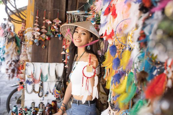 Hoa hậu Tiểu Vy kể về mẹ bằng tiếng Anh tại Miss World - Ảnh 1.