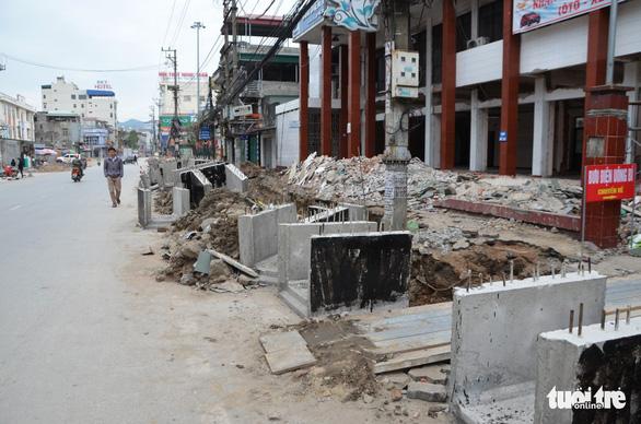 Chỉnh trang đô thị làm vỡ đường ống, gần trăm hộ dân mất nước - Ảnh 4.