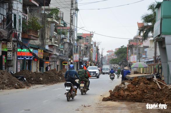 Chỉnh trang đô thị làm vỡ đường ống, gần trăm hộ dân mất nước - Ảnh 5.
