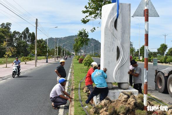 Đặt 76 tượng điêu khắc trên tuyến đường đẹp nhất Châu Đốc - Ảnh 7.