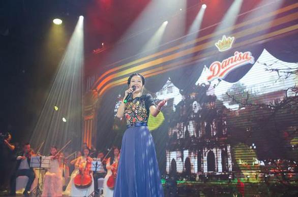 Những khoảnh khắc tri ân thầy cô trong đêm hòa nhạc Hoàng gia Danisa - Ảnh 1.