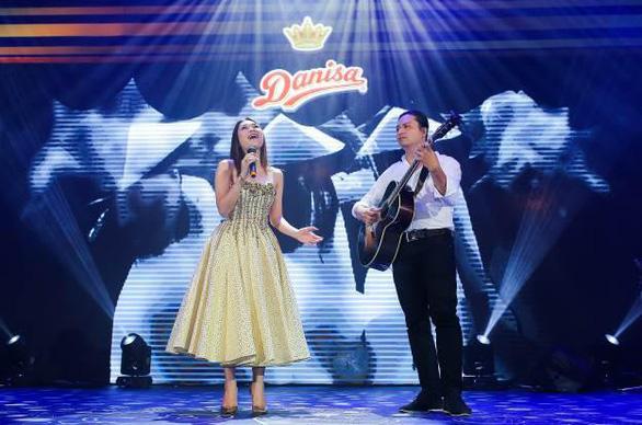 Những khoảnh khắc tri ân thầy cô trong đêm hòa nhạc Hoàng gia Danisa - Ảnh 2.