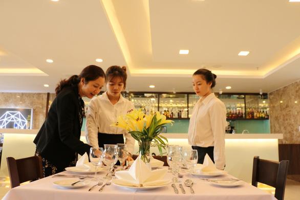 Cơ hội nhận 3 bằng Đại học khi học ngành Quản trị Nhà hàng & Khách sạn tại HIU - Ảnh 3.
