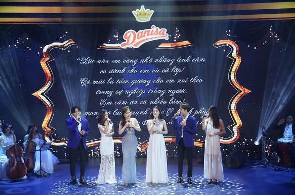 Những khoảnh khắc tri ân thầy cô trong đêm hòa nhạc Hoàng gia Danisa - Ảnh 3.