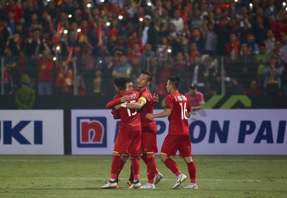 Việt Nam là đội đầu tiên hai lần không thủng lưới ở vòng bảng AFF Cup - Ảnh 1.