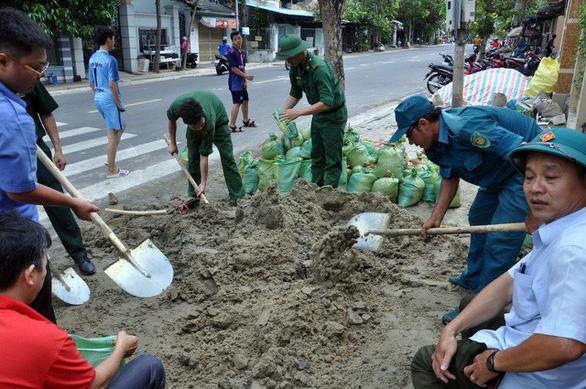 Ninh Thuận, Vũng Tàu, các tỉnh miền Tây dồn lực chống bão - Ảnh 4.