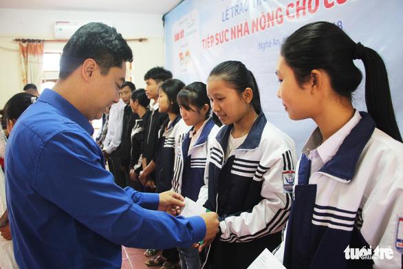 Trao thưởng Tiếp sức con nhà nông đến trường tại Nghệ An - Ảnh 5.